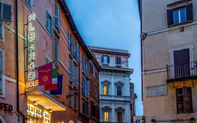 Отель Albergo Del Sole Al Biscione вид на фасад
