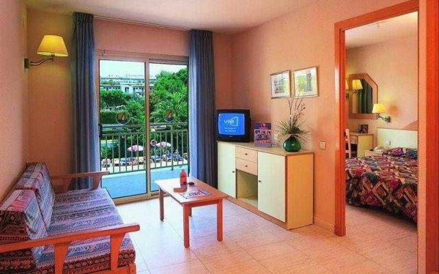 Отель Golden Avenida Suites комната для гостей