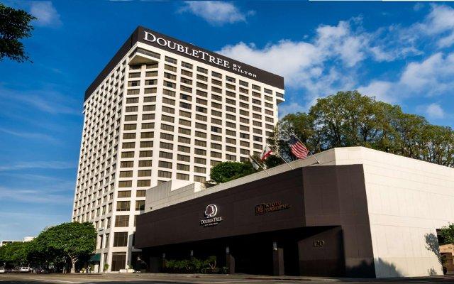 Отель Doubletree by Hilton Los Angeles Downtown США, Лос-Анджелес - 8 отзывов об отеле, цены и фото номеров - забронировать отель Doubletree by Hilton Los Angeles Downtown онлайн вид на фасад