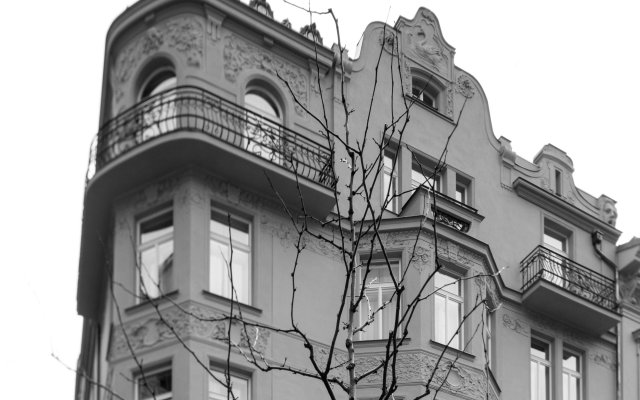 Отель Golden Crown вид на фасад