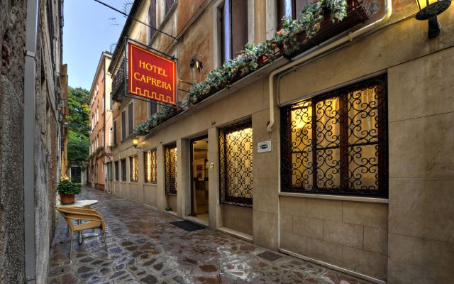 Hotel Caprera вид на фасад
