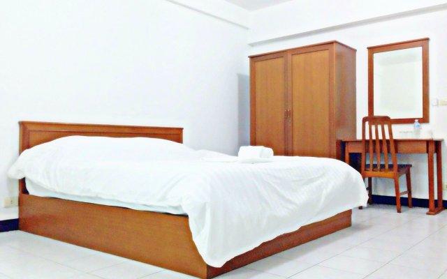 Отель Nice Bird Suite Бангкок комната для гостей