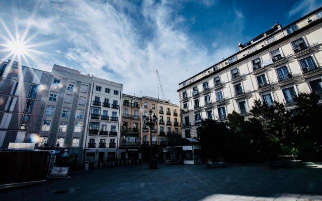 Отель Hostal Vazquez De Mella Мадрид вид на фасад
