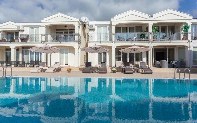 Отель Spa Resort Becici вид на фасад