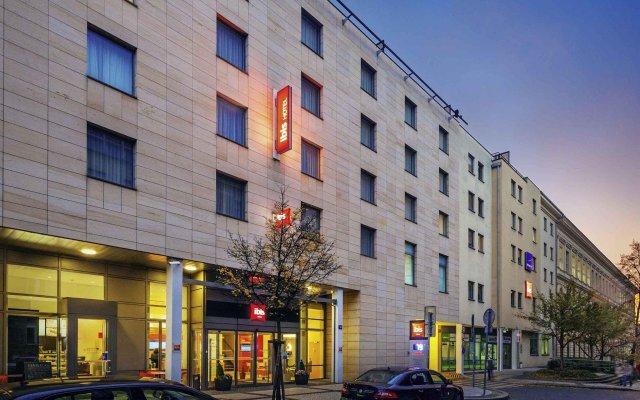 Отель ibis Praha Wenceslas Square вид на фасад
