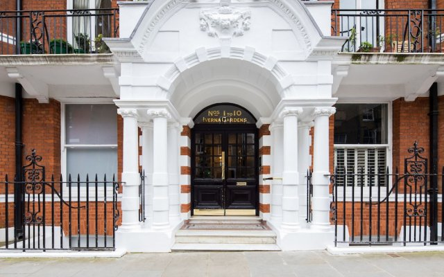 Отель Iverna Gardens by Lime Street Лондон вид на фасад