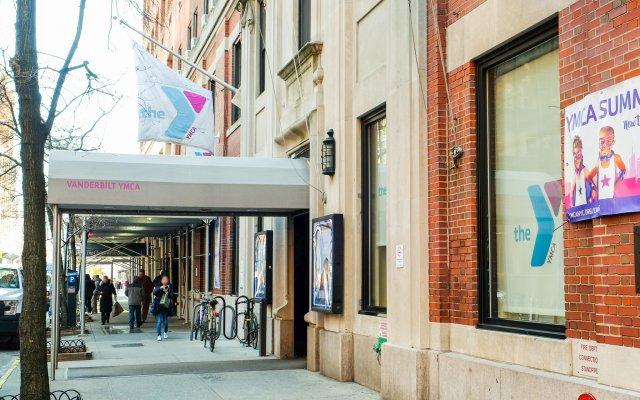 Отель Vanderbilt YMCA вид на фасад