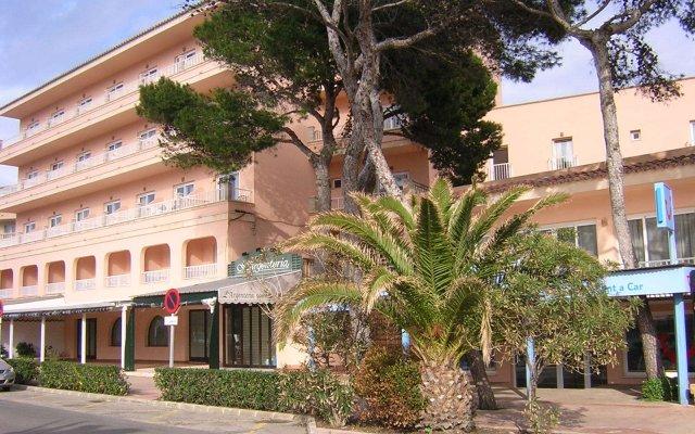 Отель Hostal Alcina вид на фасад