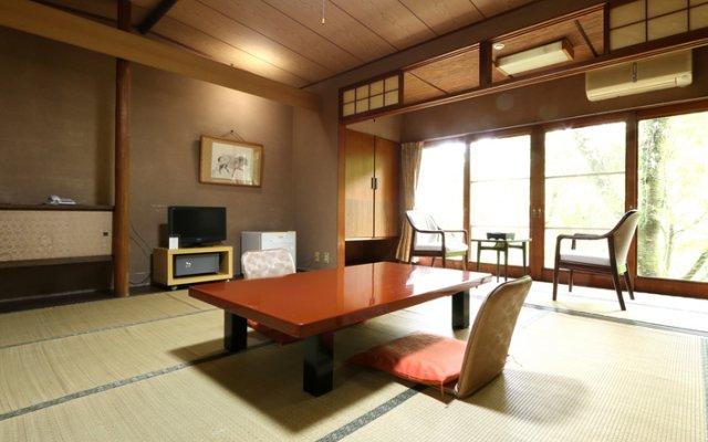 Отель Ryori Ryokan Kikusui Йоро комната для гостей