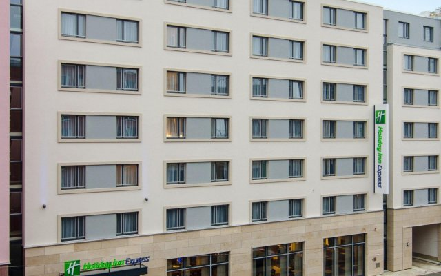 Отель Holiday Inn Express Nurnberg City - Hauptbahnhof вид на фасад