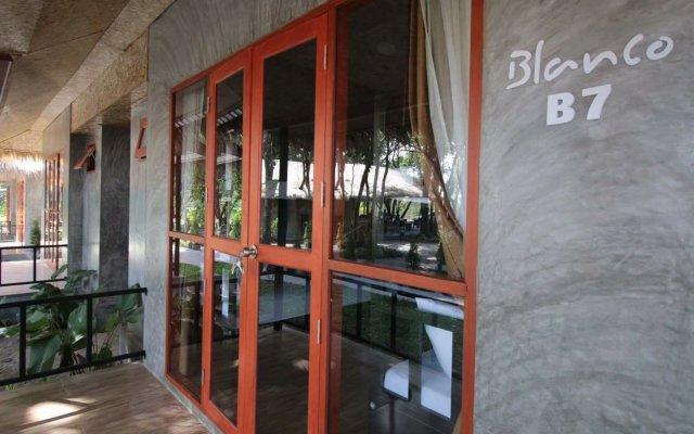 Blanco Hostel at Lanta вид на фасад