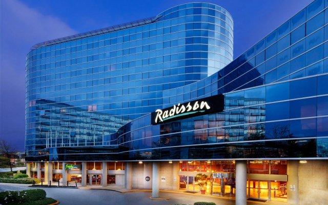 Отель Radisson Hotel Vancouver Airport Канада, Ричмонд - отзывы, цены и фото номеров - забронировать отель Radisson Hotel Vancouver Airport онлайн вид на фасад