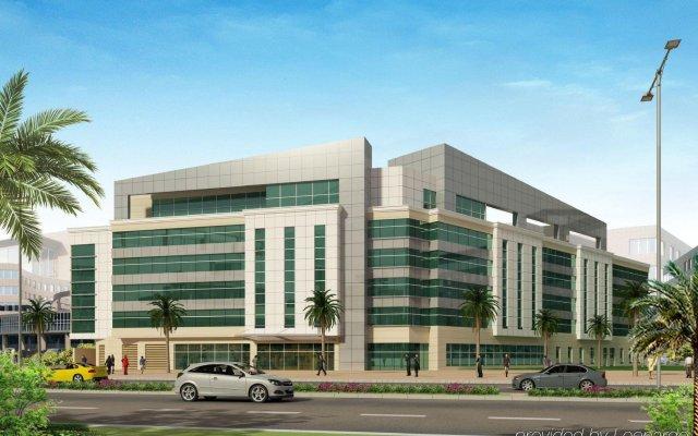 Отель Holiday Inn Express Dubai Airport ОАЭ, Дубай - - забронировать отель Holiday Inn Express Dubai Airport, цены и фото номеров вид на фасад