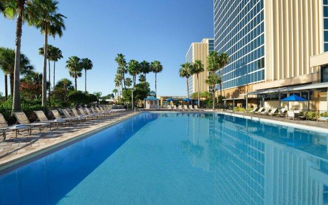 Отель DoubleTree by Hilton at the Entrance to Universal Orlando бассейн