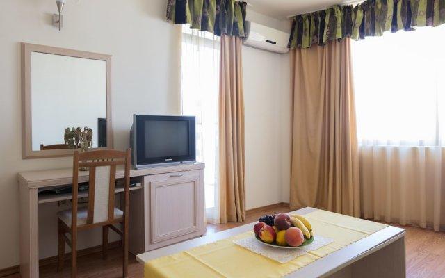 Апартаменты Two Bedroom Apartment with Balcony комната для гостей