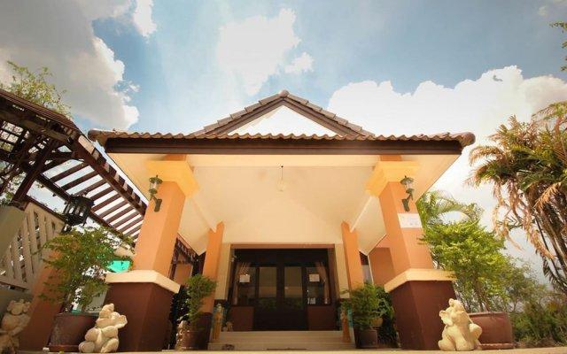 Отель Waratee Spa Resort Villa вид на фасад