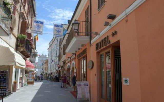 Отель Loreto Италия, Лорето - отзывы, цены и фото номеров - забронировать отель Loreto онлайн вид на фасад