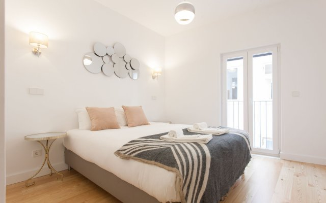 Апартаменты Mouraria Blue Three-Bedroom Apartment w/ Parking - by LU Holidays комната для гостей