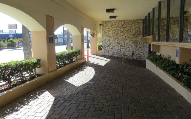 Отель Days Inn by Wyndham Hollywood Near Universal Studios вид на фасад