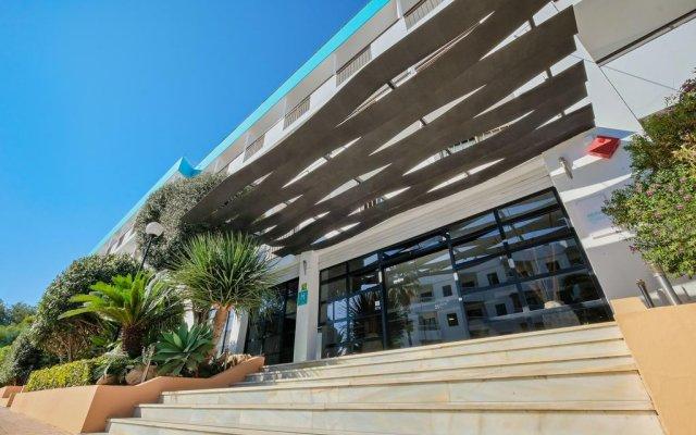 Отель AzuLine H. Mar Amantis I & II Испания, Сан-Антони-де-Портмань - отзывы, цены и фото номеров - забронировать отель AzuLine H. Mar Amantis I & II онлайн вид на фасад