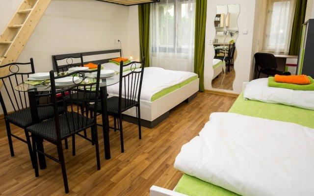 Апартаменты Flying Bed Apartment close to Castle Прага комната для гостей