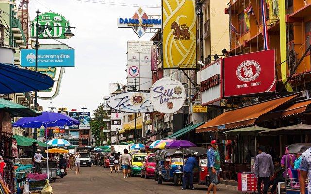 Отель Holiday Inn Express Bangkok Siam вид на фасад