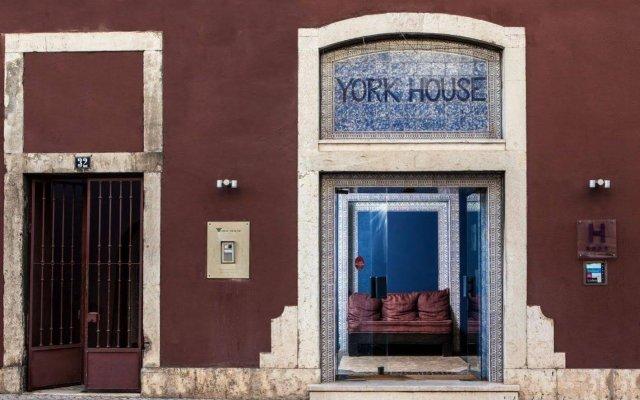 Отель York House вид на фасад