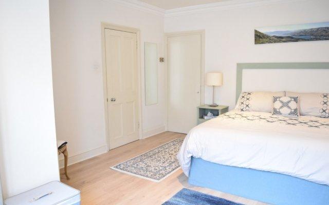 Апартаменты 2 Bedroom Apartment With Garden Near Maida Vale комната для гостей