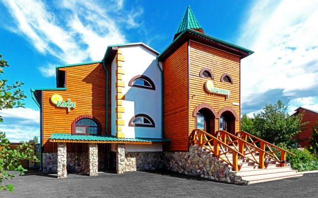 Гостиница Соловьиная роща в Патрушево 1 отзыв об отеле, цены и фото номеров - забронировать гостиницу Соловьиная роща онлайн Патрушева вид на фасад