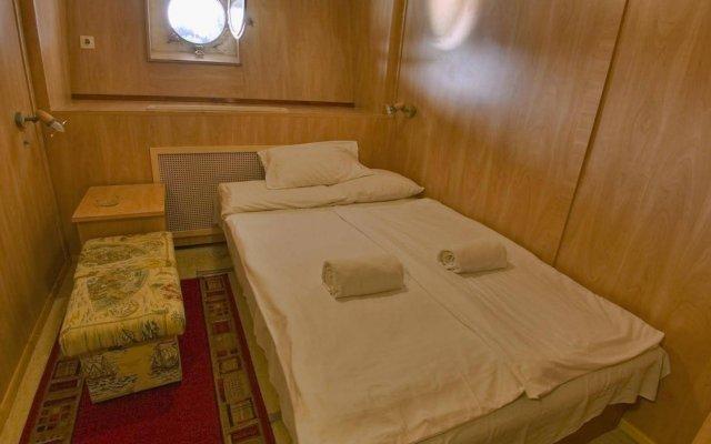 Fortuna Boat Hotel комната для гостей