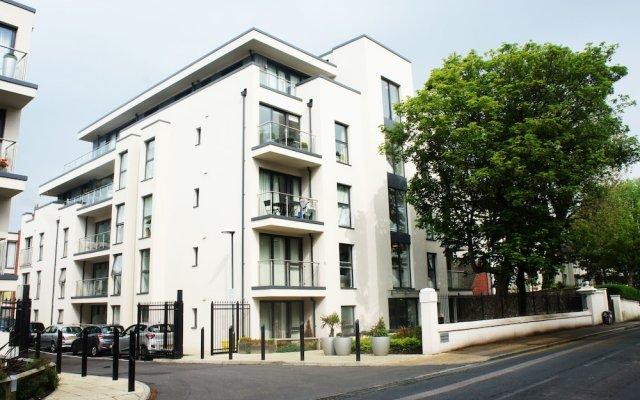 Апартаменты Charles Court Serviced Apartments вид на фасад