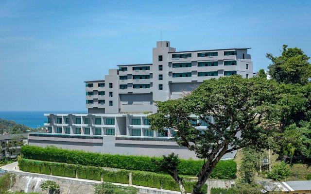 Отель Patong Bay Hill Resort вид на фасад