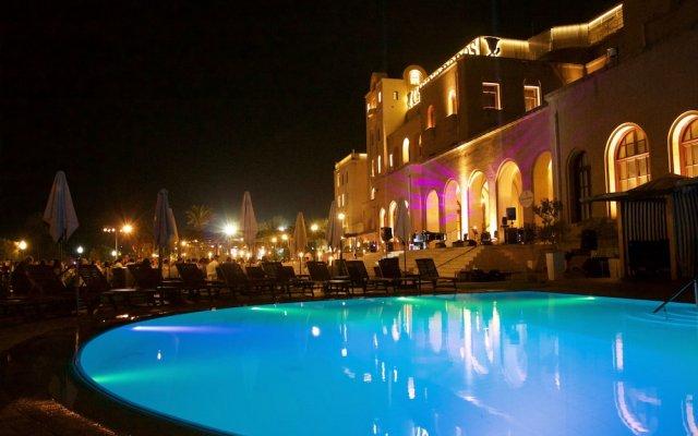 Отель Casino Rodos Grande Albergo Delle Rose вид на фасад