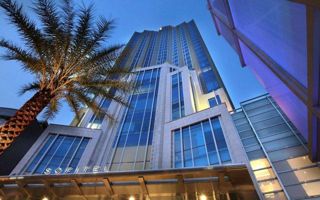 Отель Sofitel Sukhumvit Бангкок вид на фасад