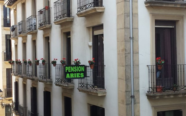 Отель Pension Aries вид на фасад