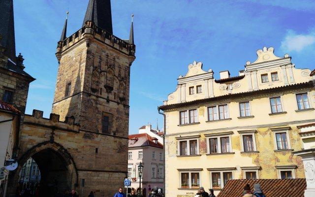 Отель U Tri Pstrosu Прага вид на фасад