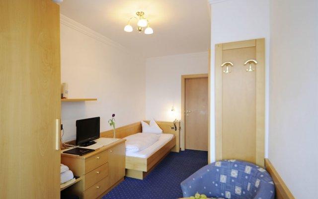 Отель Erzherzog Johann Сцена комната для гостей