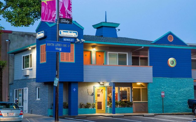 Отель Travelodge by Wyndham Berkeley США, Беркли - отзывы, цены и фото номеров - забронировать отель Travelodge by Wyndham Berkeley онлайн вид на фасад