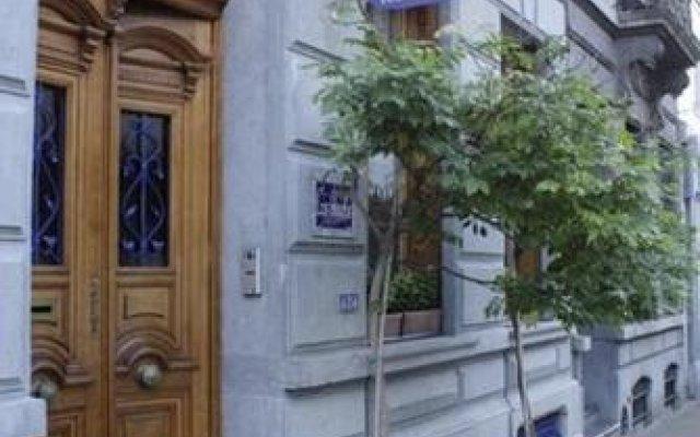 Отель Les Bluets Бельгия, Брюссель - отзывы, цены и фото номеров - забронировать отель Les Bluets онлайн вид на фасад
