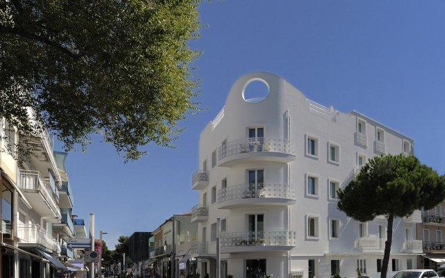 Отель Al Cavallino Bianco Италия, Риччоне - отзывы, цены и фото номеров - забронировать отель Al Cavallino Bianco онлайн вид на фасад