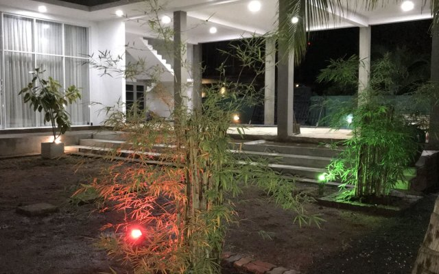 Отель Salubrious Resort Анурадхапура вид на фасад