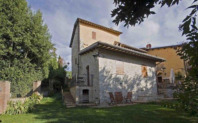 Отель Casale del Monsignore Сполето вид на фасад