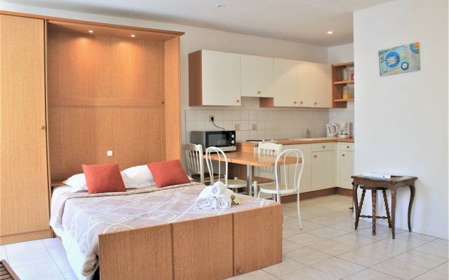 Central Studio with 2 Double Beds 2