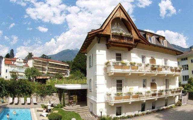 Hotel Villa Freiheim Меран вид на фасад