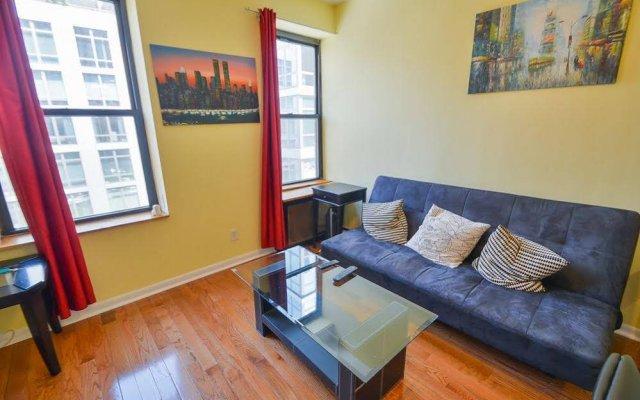 Апартаменты Midtown West Apartment комната для гостей
