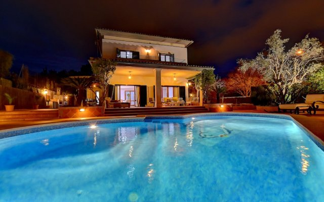Отель Arabella - Villa con piscina Испания, Пальма-де-Майорка - отзывы, цены и фото номеров - забронировать отель Arabella - Villa con piscina онлайн вид на фасад