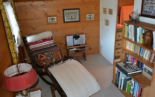 Отель Flüehli - Two Bedroom комната для гостей