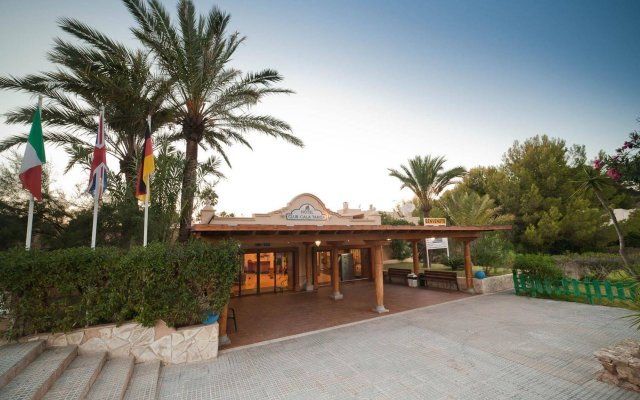 Hotel Playasol Cala Tarida вид на фасад