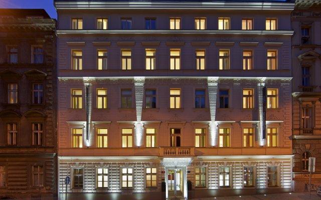 Отель Red & Blue design вид на фасад