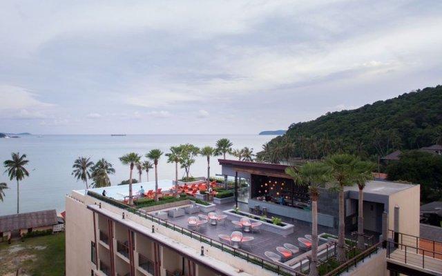 Отель Bandara Phuket Beach Resort балкон
